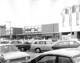 Cars in Hoddesdon High Street 1972