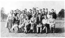 BROXBOURNE SCHOOL POSED GROUP TEACHERS & PUPILS 1940s