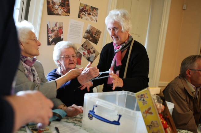 Lea Valley U3A volunteers reminiscing with cats cradle
